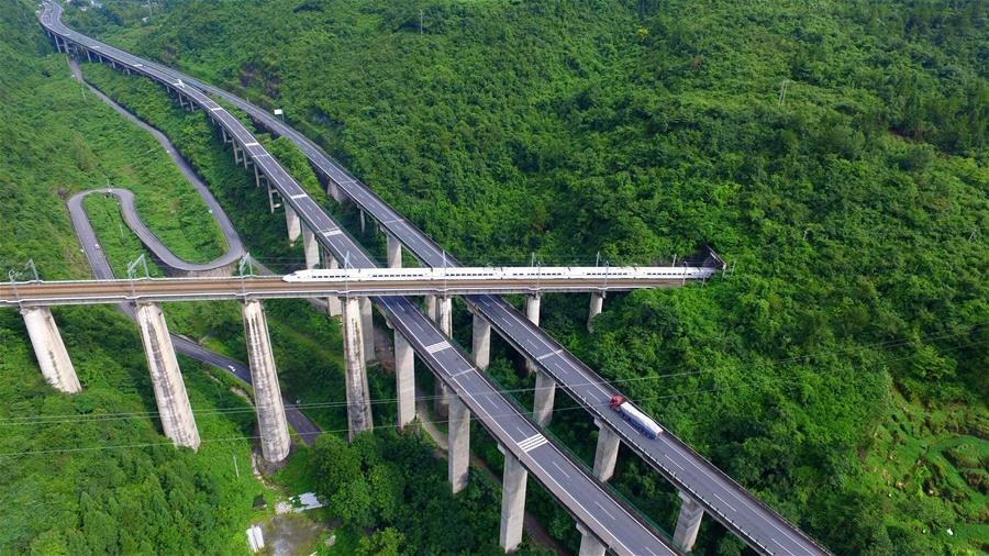 A look at 377-kilometer-long Yichang-Wanzhou Railroad