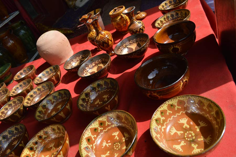 Young people try to revive traditional Kashgar pottery-making