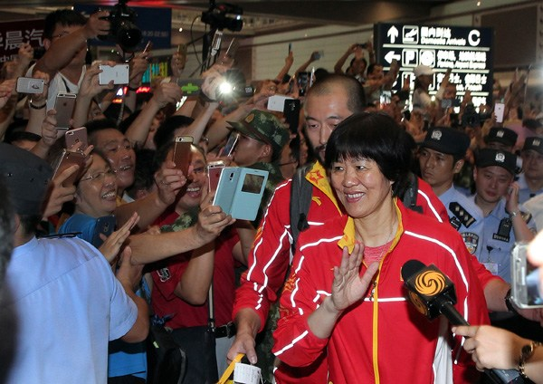 Victorious volleyball team receive heroes' welcome on return