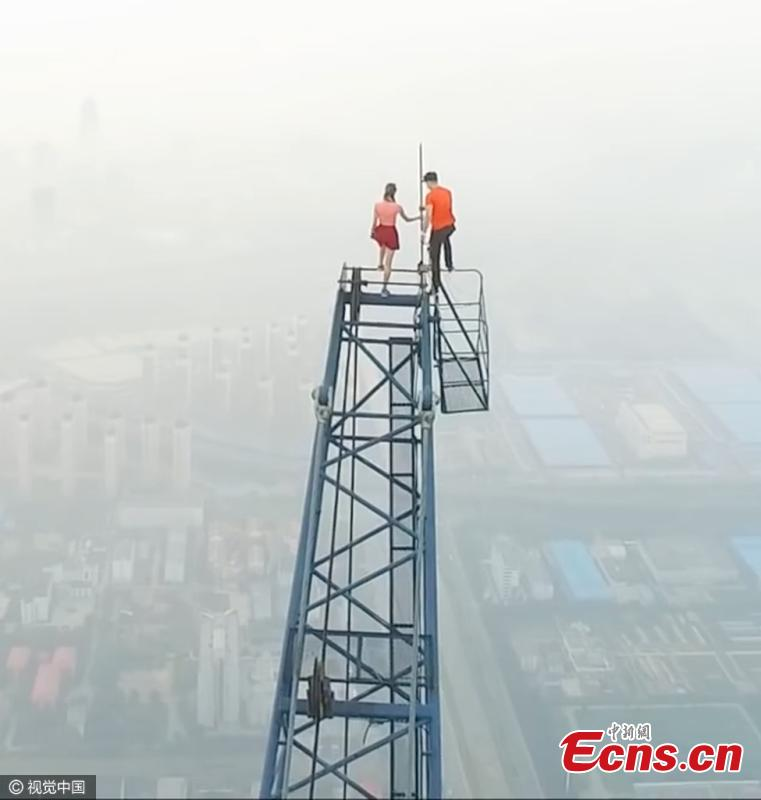 Daredevil couple climbs China's tallest construction site