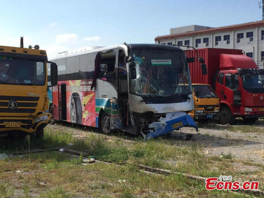 Airport bus collision kills 2, injures 7
