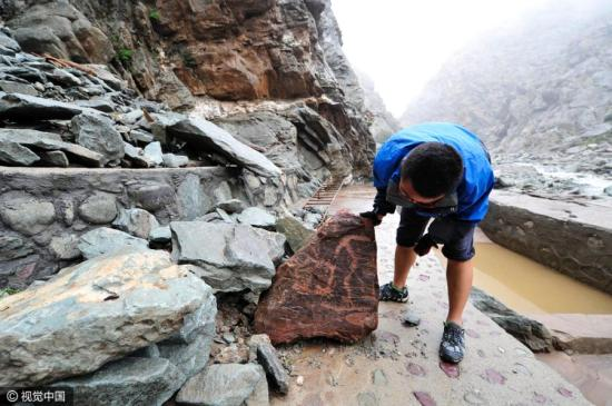 Cliff paintings of Helan Mountains lost in flood