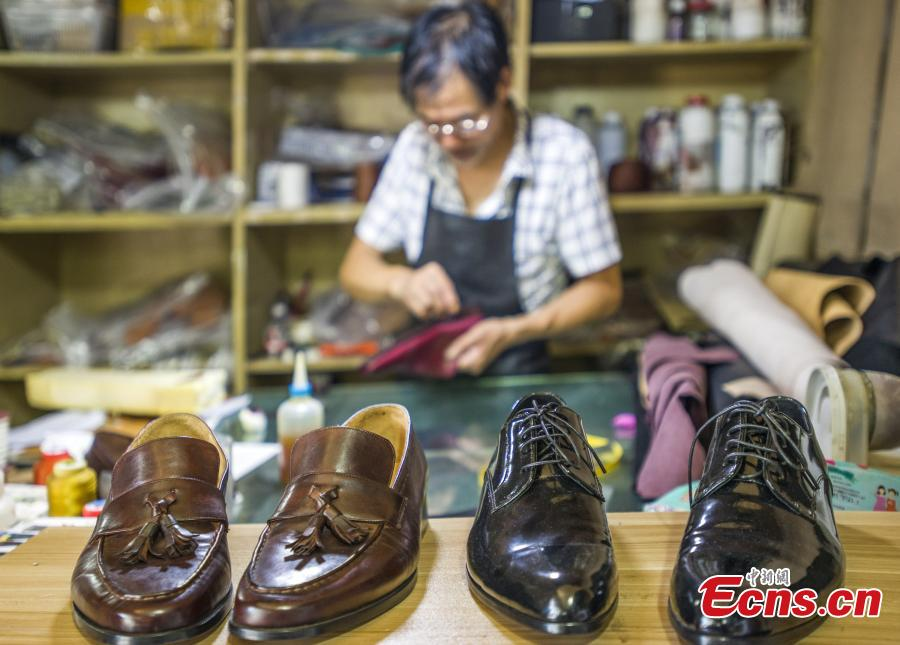 Declining shoemaking in East China despite high returns