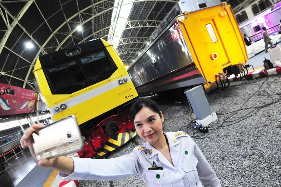 Chinese-made train makes debut for short run in Thailand