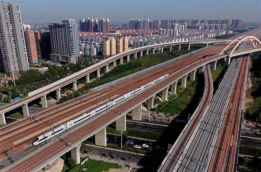 China's high-speed railways connect west and east