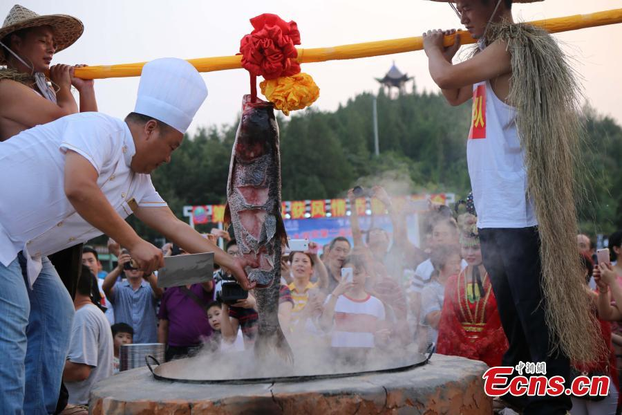 Fish-cooking contest for bumper harvest in Henan