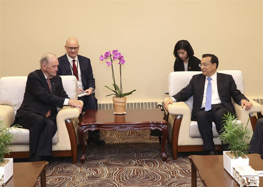 Chinese premier meets former Canadian PM in Ottawa