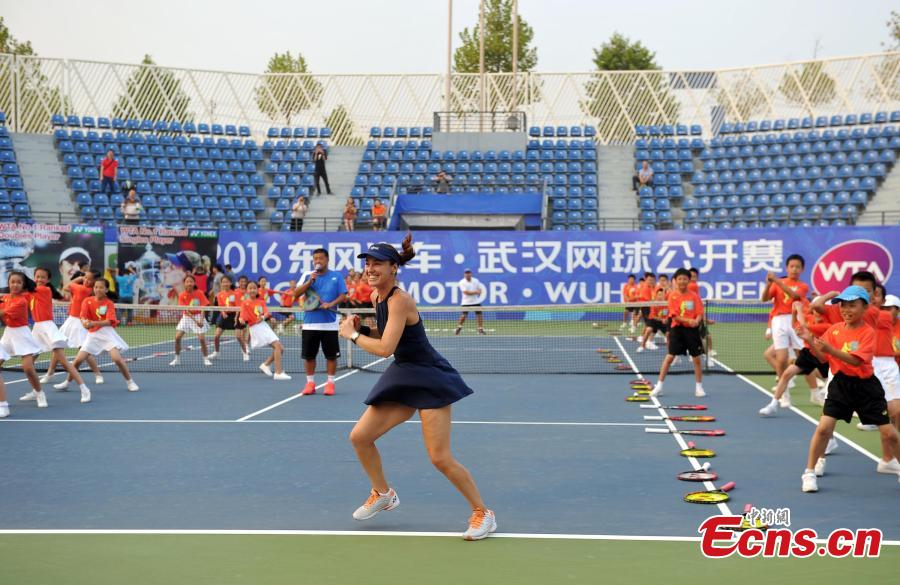 Martina Hingis, Angelique Kerber share tennis skills in Wuhan