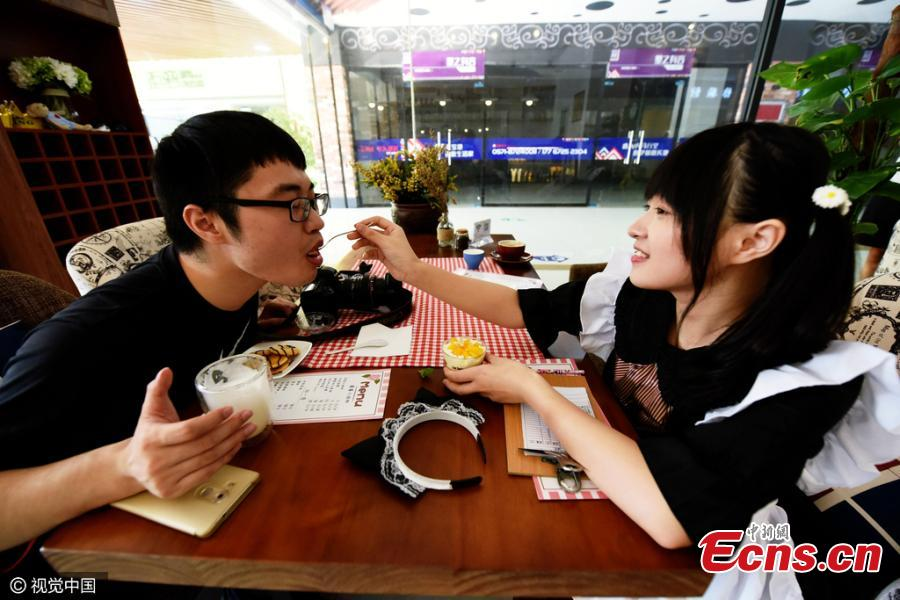 Maid-themed caf�� in Hangzhou