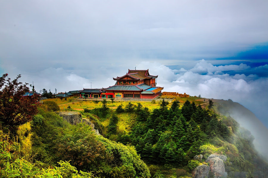 Sea of clouds around Emei Mountain