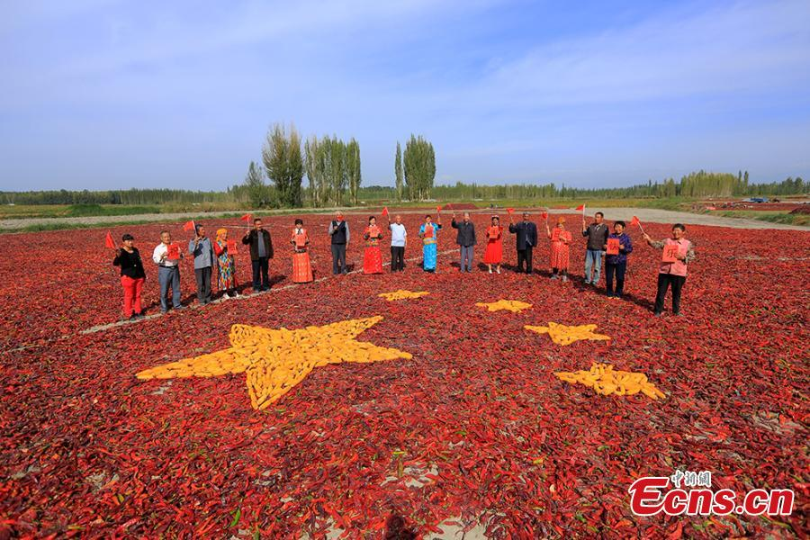 Flag made with crops in Xinjiang celebrates anniversary