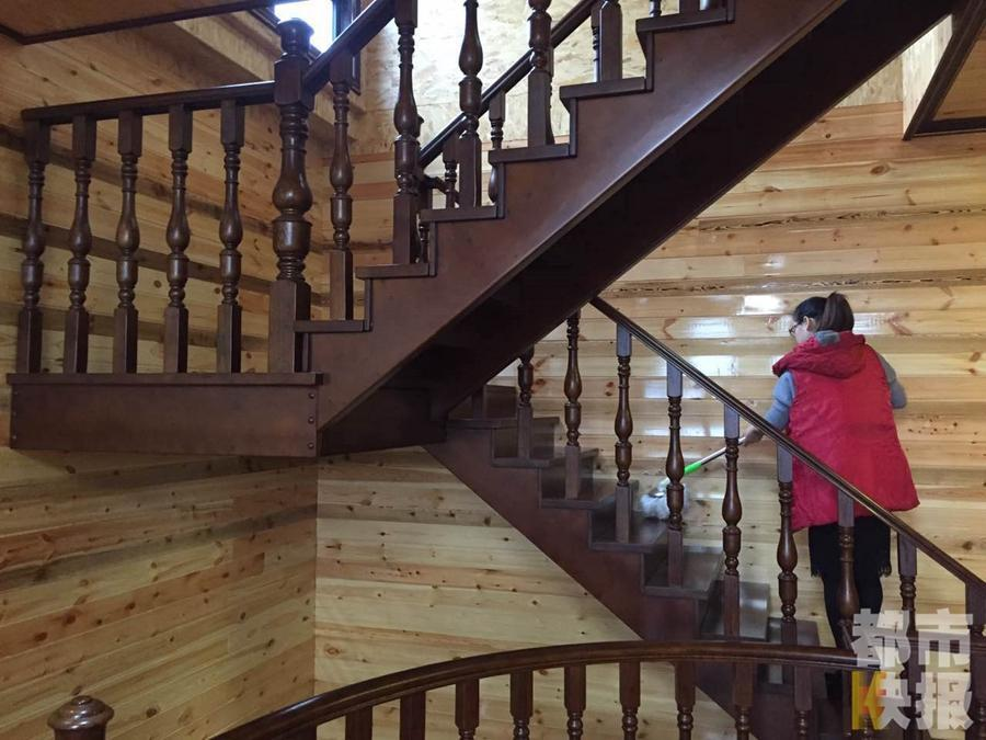Carpenter builds $118,000 wooden home for son's marriage