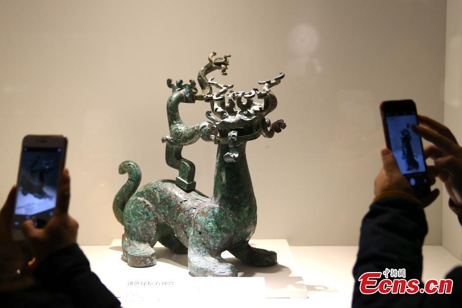 Bronze relics of Zhou Dynasty on display