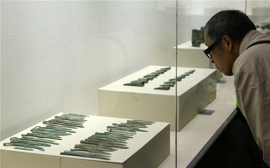Bronze antiques on display in N China's Hebei