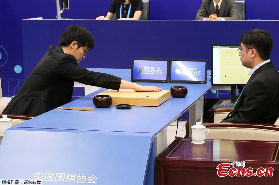 Chinese Go player Ke Jie loses first game with AlphaGo