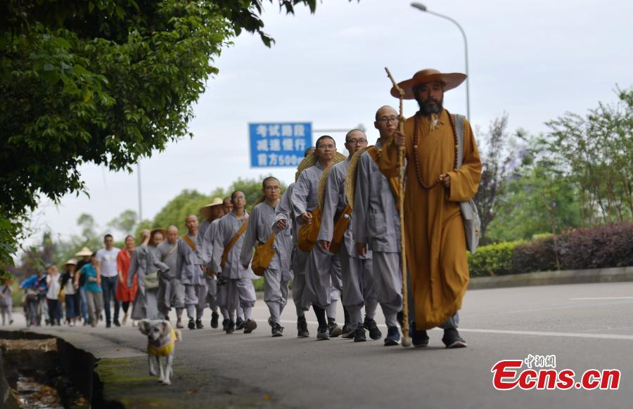 Shanghai monks' 2,600-km walk tour to Mount Emei