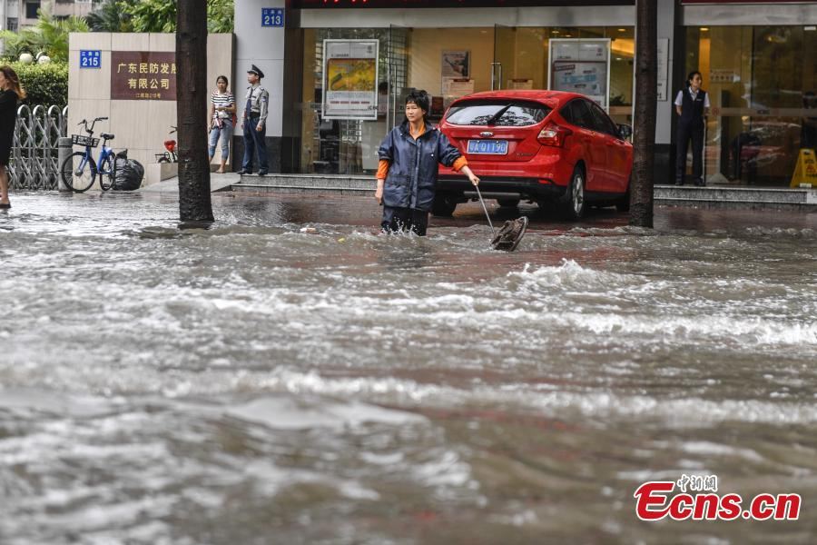 Strong rainfall hits southern Guangzhou