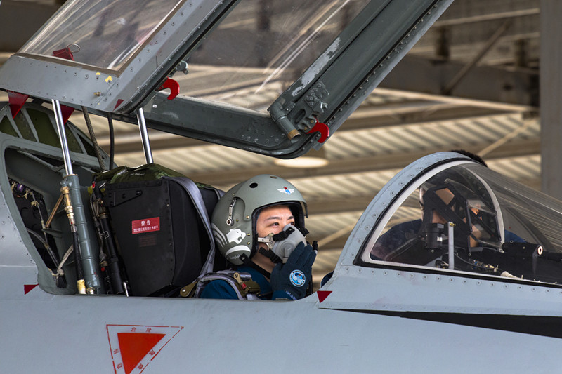 Female pilots fly JH-7 fighter bombers