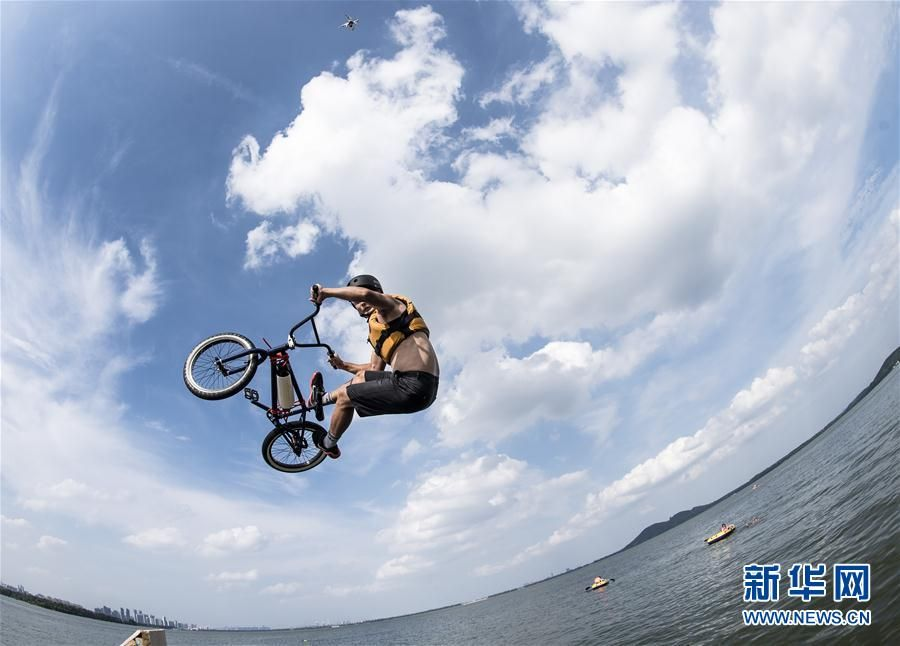 Bicycle motocross fans jump into Donghu Lake to cool off summer heat