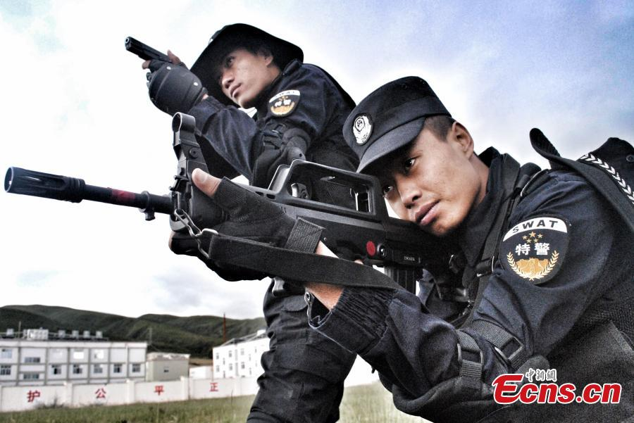 Sichuan armed police training on plateau