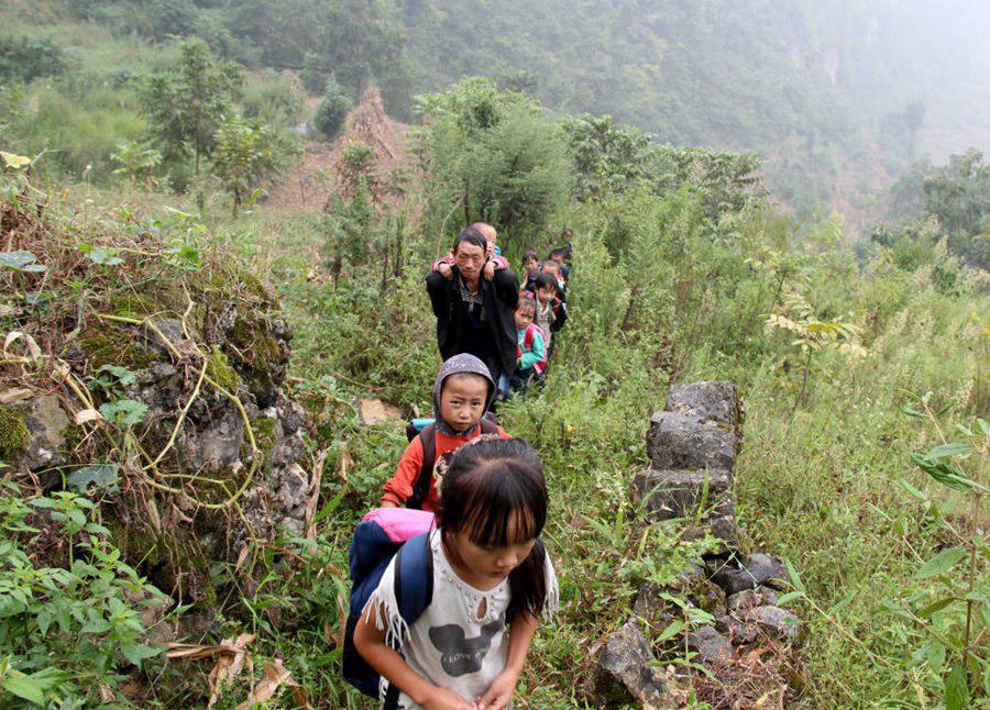 Guizhou teacher serves as shining example