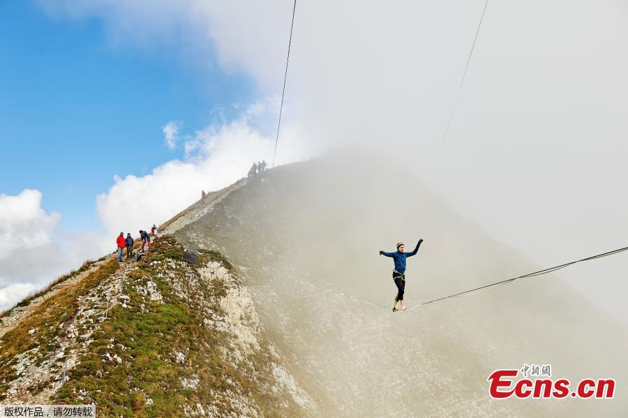 Slackliners take part in Highline Extreme event in Switzerland