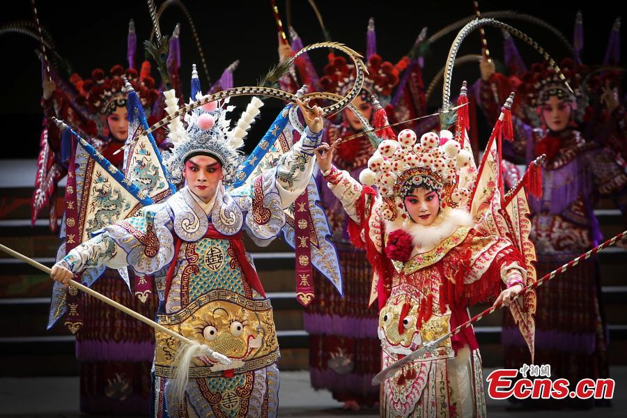 Traditional Chinese operas celebrate Mid-Autumn Festival