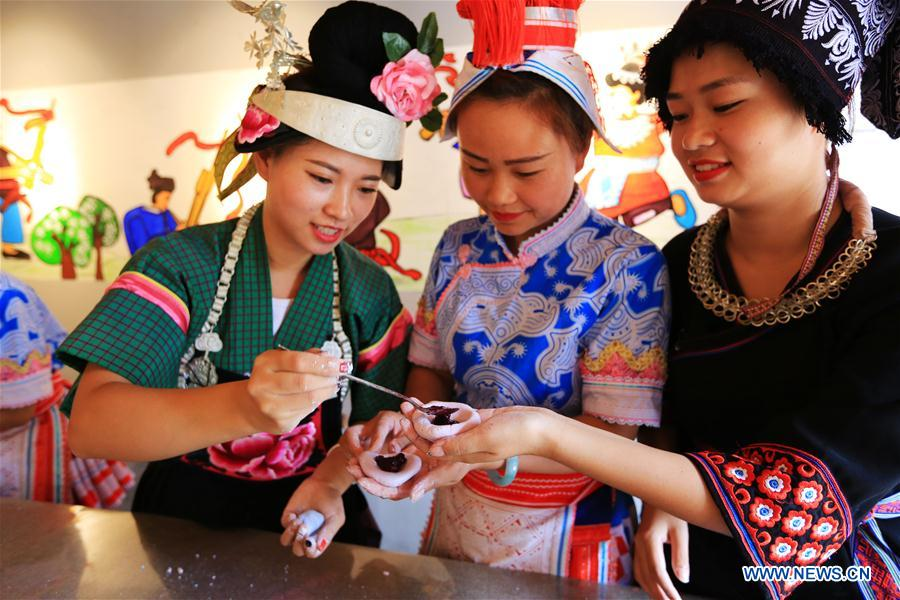 Various activities held around China during National Day holiday