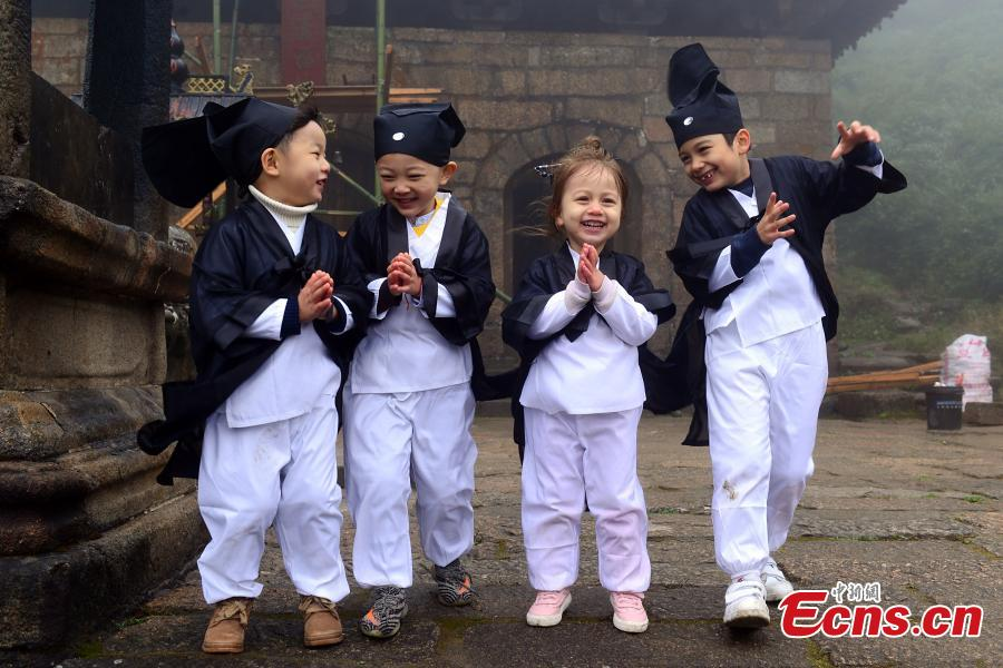 Taoism mountain welcomes young learners