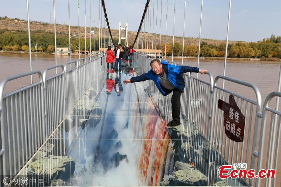 China's first 3D glass bridge across the Yellow River