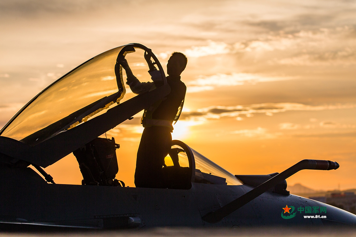 Heroic silhouettes of the PLA air force