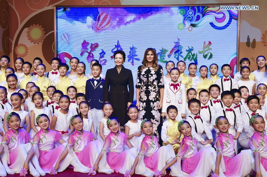 U.S. first lady visits elementary school in Beijing