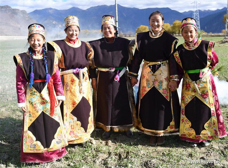 Unique Tibetan costumes and ornaments