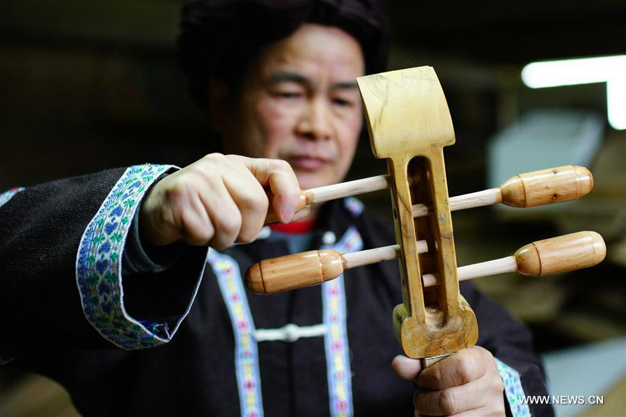 Folk instrument of Dong ethnic group: handmade pipa