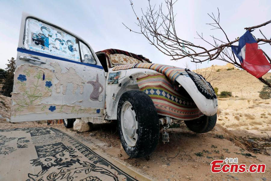 'World's smallest hotel' created in old VW Beetle in Jordan desert