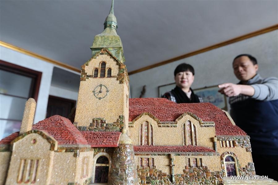 Man makes miniatures of Qingdao's old buildings by shells and wood