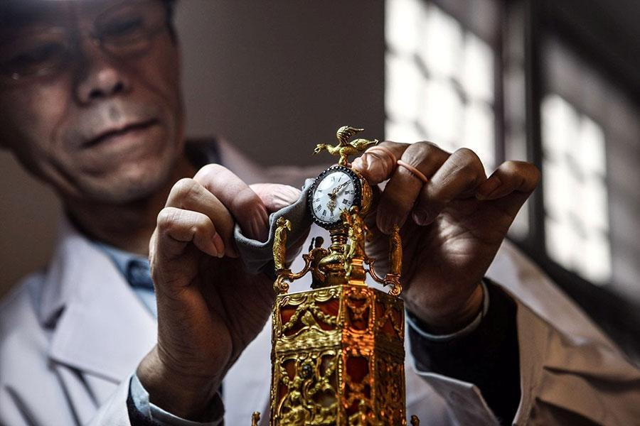 New documentary brings old timepieces back to life