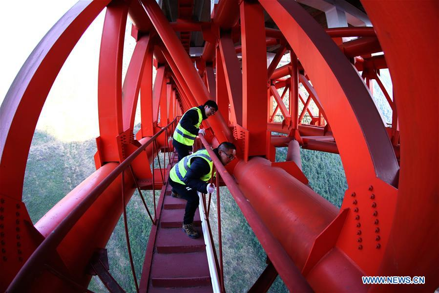 Engineers inspect Zhijinghe Bridge in Hubei