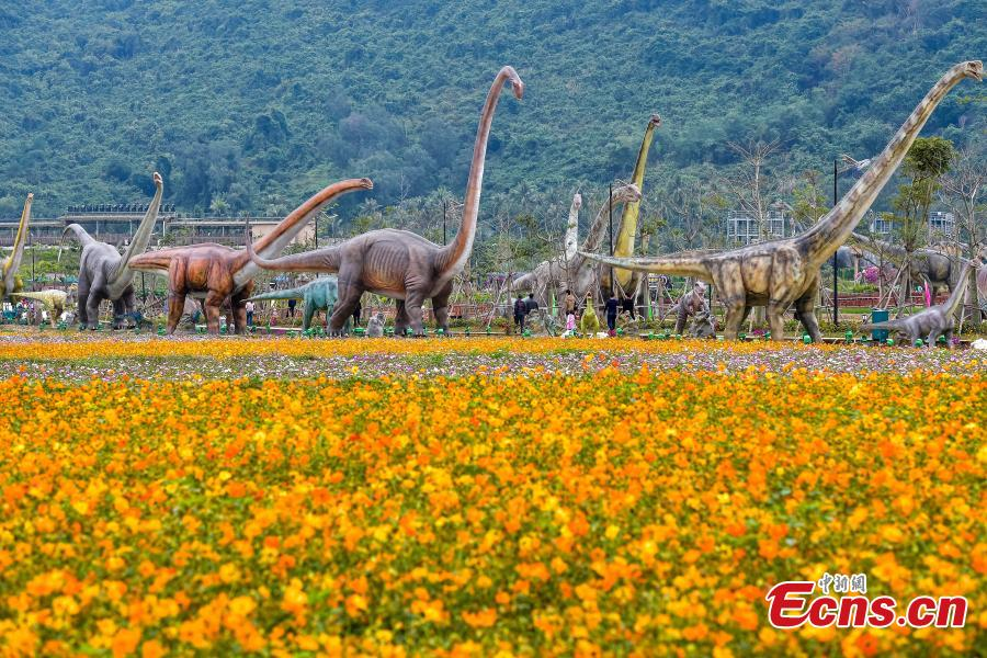 Park with 323 life-size dinosaur models