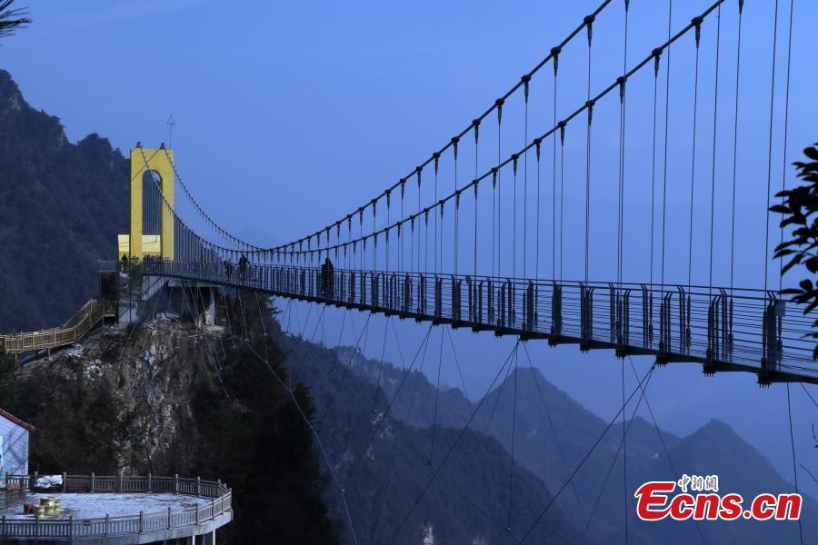 186-meter-high glass bridge opens in Sichuan