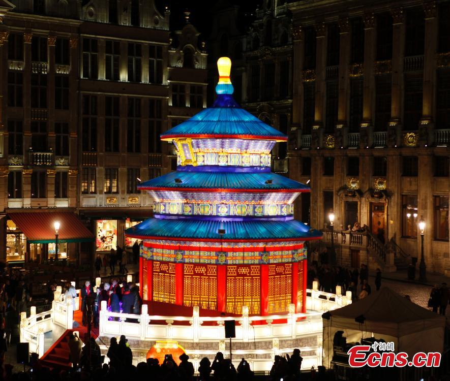 Lanterns light up Brussels central square
