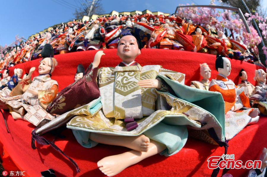 1,800 dolls in Japanese shrine to mark Girls' Day