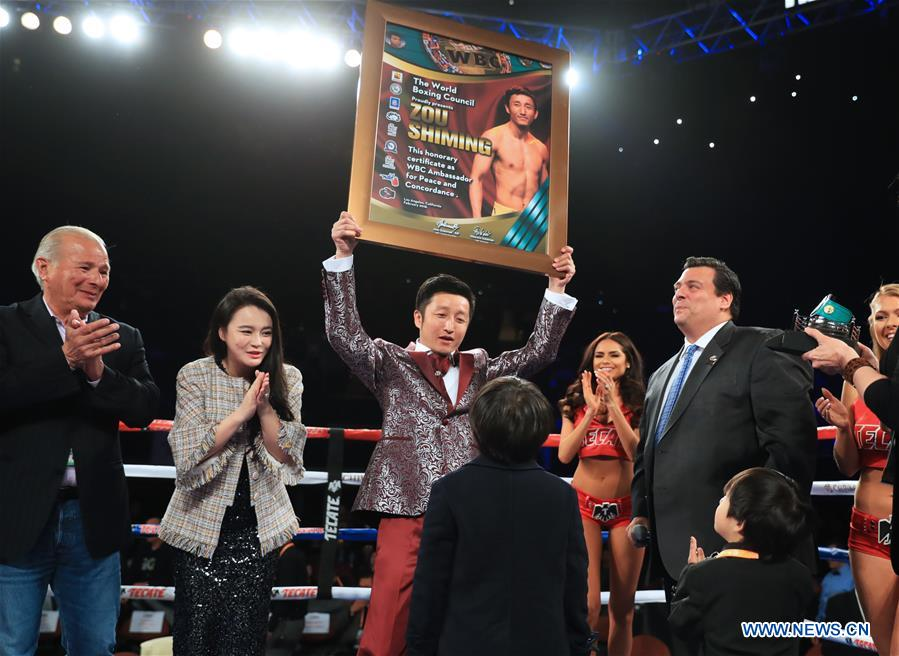 Zou Shiming receives Award of Honor by WBC