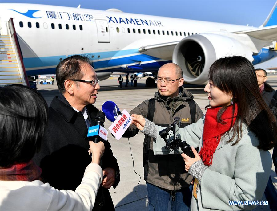 CPPCC members arrive in Beijing for annual session