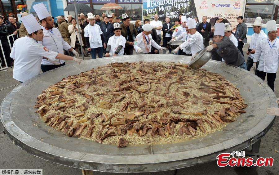 Chefs cook Kyrgyz traditional food in pursuit of world record