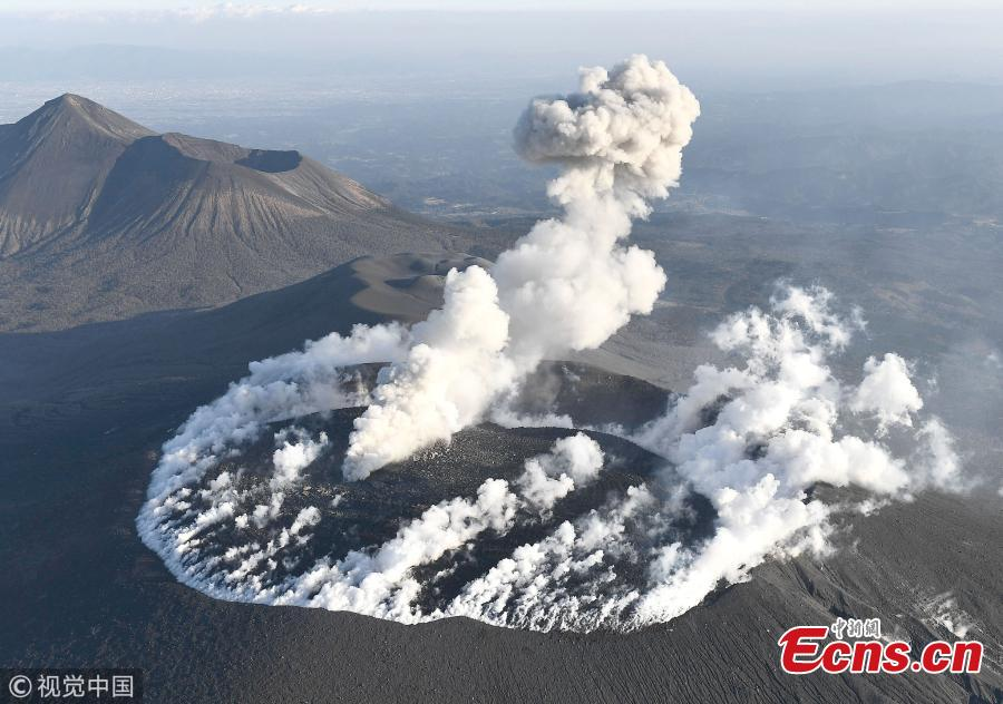 Shinmoedake volcano erupts with explosive force
