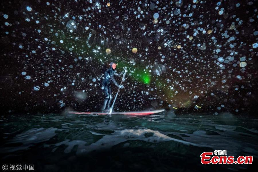 Stunning photos: Surfing under Northern Lights