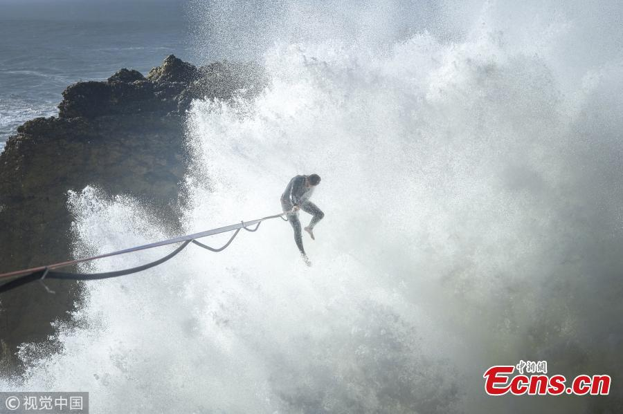 Daredevil traverses highline in enormous waves