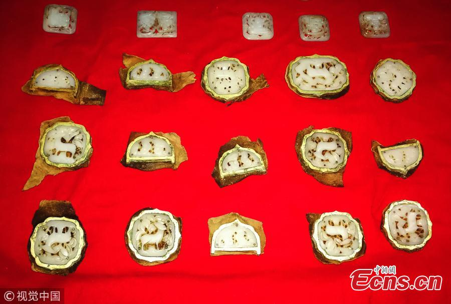 Bus driver finds jade ware worth 100,000 yuan