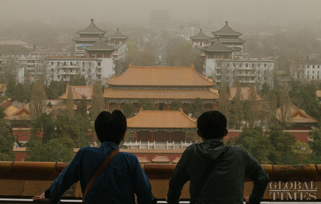 Blue alert engaged for dust clogging the air in Beijing